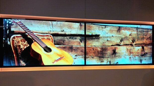 Split Wall Digital Signage