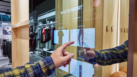Magic Mirror: Omnichannel Terminal for changing rooms.